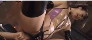 淫乱痴女によるM男のアナルとチンコのダブル責め。ケツマンコにペニバンを入れられ、同時に男性器をシコられメスイキする変態男がここにいる。